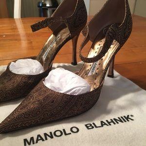 Manolo Blahnik Gold brocade pumps.